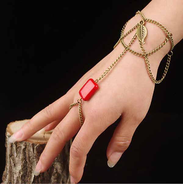 สร้อยข้อมือ แฟชั่นโบฮีเมียคล้องสายโซ่แต่งหินสีแดง Turquoise Chain Bracelet นำเข้า สีทอง - พร้อมส่งW420 ราคา180บาท