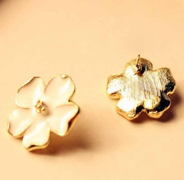 ต่างหูดอกไม้ แฟชั่นเกาหลีสวยใส่แล้วหน้าสว่างมีออร่าทองแท้14K Gold Earrings นำเข้า สีขาว - พร้อมส่งW447 ราคา300บาท