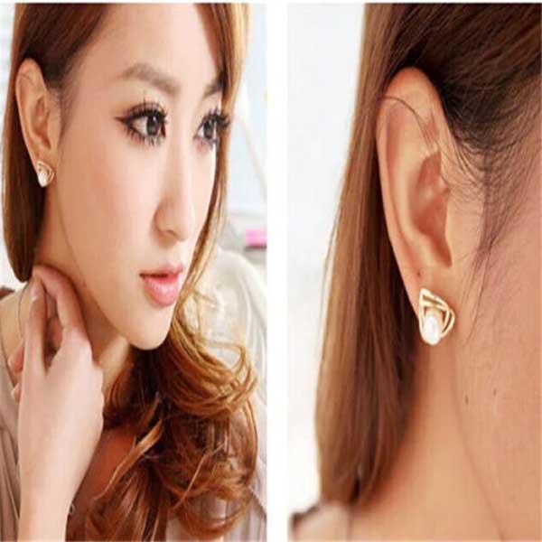 ต่างหูมุก ฐานสามเหลี่ยมไขว้หรูหราใหม่แฟชั่นเกาหลีสวย 14K Gold Earrings นำเข้า สีทอง - พร้อมส่งW494 ราคา300บาท