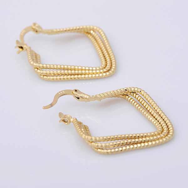 ต่างหูห่วงใหญ่ แฟชั่นเกาหลีทรงสีเหลี่ยมมนเกลียว 18K Hoop Earrings นำเข้า สีทอง - พร้อมส่งW614 ราคา250บาท