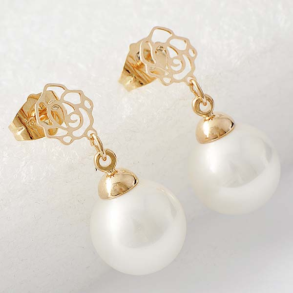 ต่างหูมุกตุ้งติ้ง แฟชั่นเกาหลีดอกไม้ทองสวยหรูใหม่ล่าสุด Pearl Dangle Earring นำเข้า สีขาว - พร้อมส่งW623 ราคา300บาท