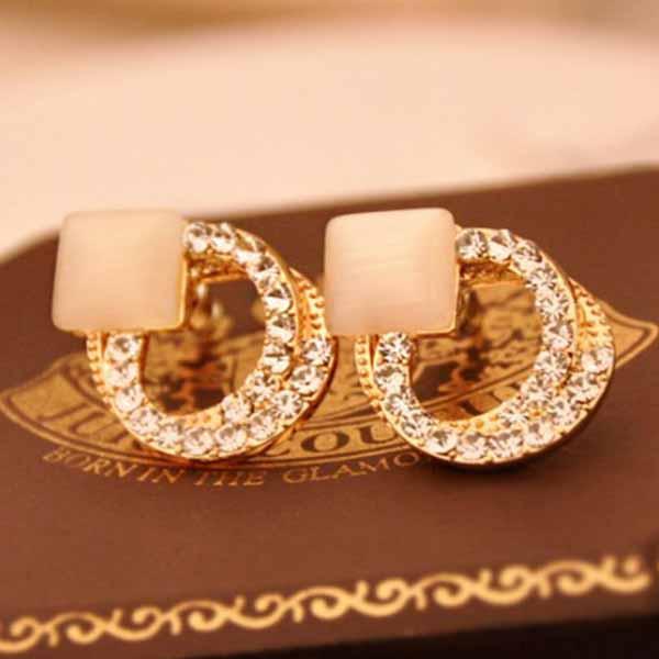 ต่างหูคริสตัล แฟชั่นเกาหลีรุ่นใหม่ใส่ออกงานสุดหรูแบบใหม่ Crystal Earring นำเข้า สีทอง - พร้อมส่งW627 ราคา270บาท