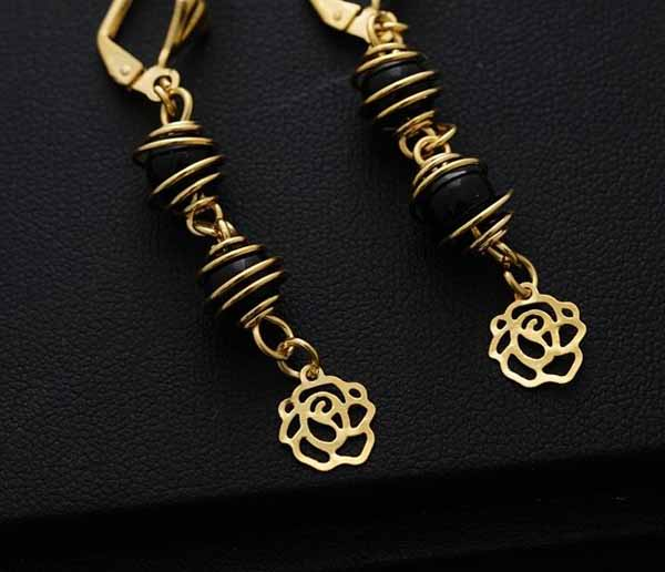 ต่างหูระย้า แฟชั่นเกาหลีประดับลูกปัดสีดำตุ้งติ้งสวยหรู 24K Drop Tassel Earrings นำเข้า สีทอง - พร้อมส่งW657 ราคา250บาท