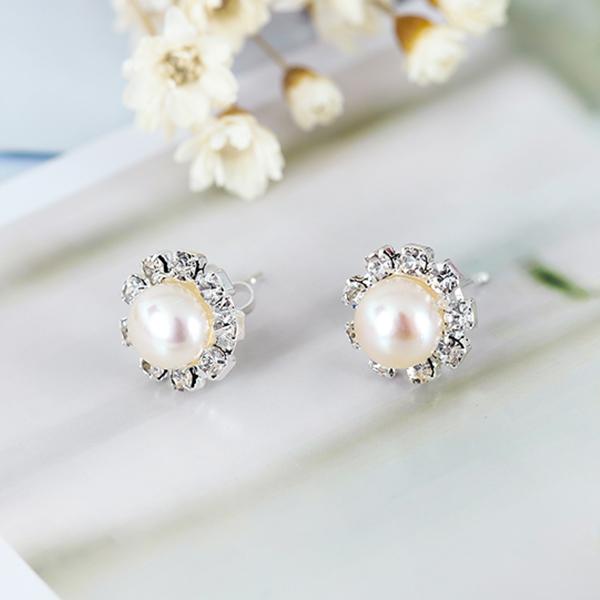 ต่างหูมุกแท้ ขนาด7-8mm ล้อมคริสตัลก้านเงินแท้925 Genuine Pearl Earrings นำเข้า สีขาว - พร้อมส่งW774 ราคา550บาท