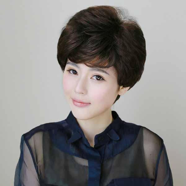 วิกผมสั้นดัดลอน สไตล์เกาหลีหน้าม้าซอยไล่ระดับมีวอลุ่มสวยทั้งผู้ใหญ่และวัยรุ่น นำเข้า สีน้ำตาลเข้ม - พร้อมส่งW845 ราคา700บาท