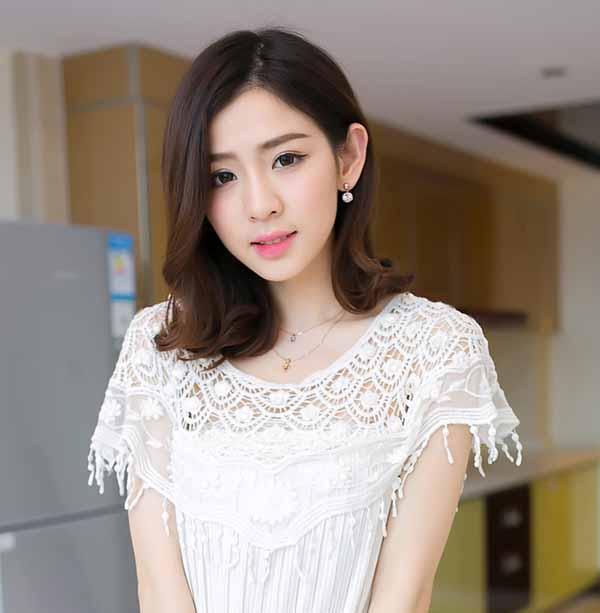 ผ้าคลุมไหล่ ชุดราตรีแฟชั่นเกาหลี แต่งลูกไม้สวยหรูหรานำเข้า สีขาว - พร้อมส่งYA003 ราคา440บาท